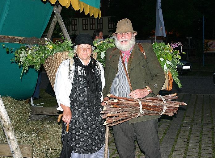 Kräuterfrau und Holzsammler im Erzgebirge